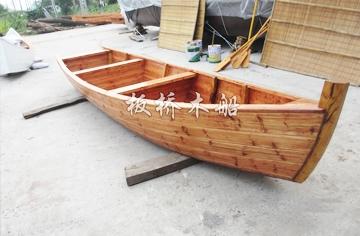 欧式尖头木船